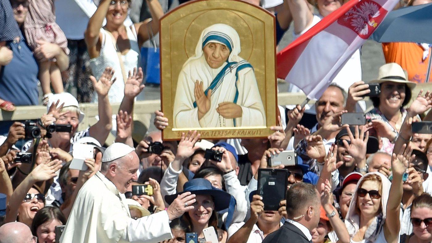 Папата Фрањо пред почетокот на мисата за канонизација